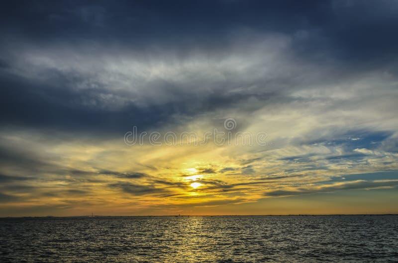 Под заходящим солнцем стоковые изображения rf