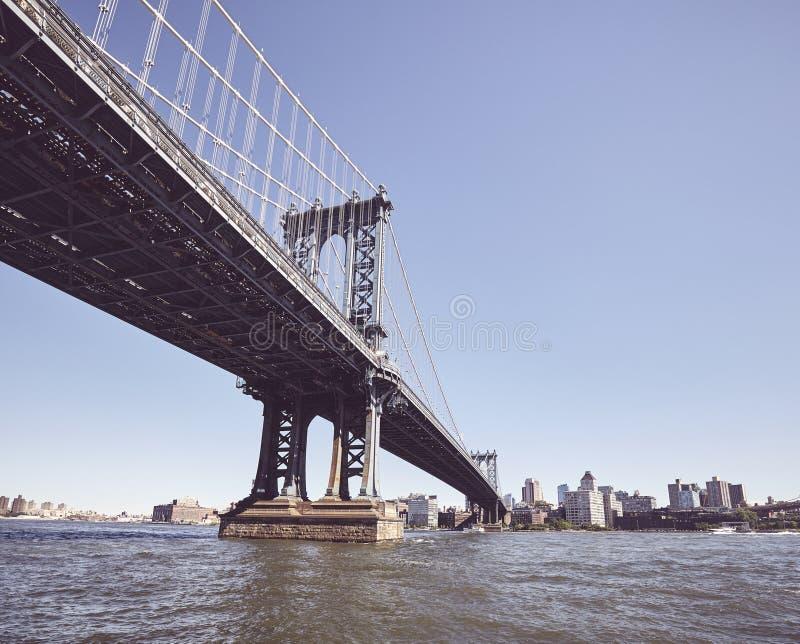 Под мостом Манхэттена, Нью-Йорк, США стоковые фото
