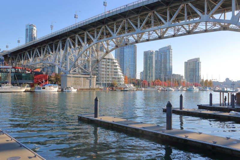 Под мостом улицы ` s Granville Ванкувера стоковые изображения rf