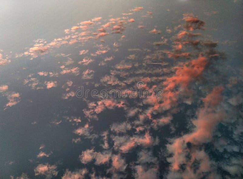 Под небом стоковая фотография