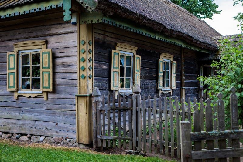 Под открытым небом этнографический музей в Rumsiskes стоковые фото