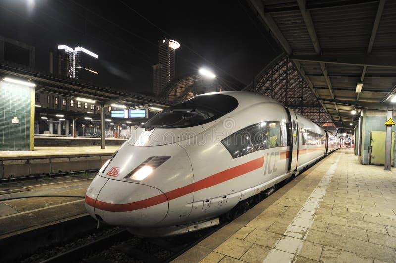 поезд быстрой станции frankfurt супер стоковые изображения