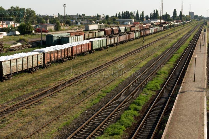 Поезд груза железнодорожный вокзал стоковое изображение rf