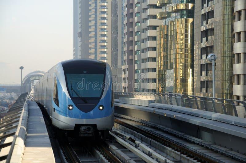 поезд метро Дубай стоковая фотография rf