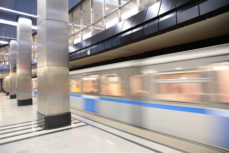 поезд метро moving стоковые изображения