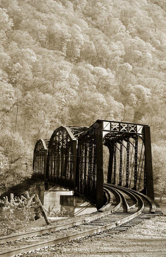 поезд моста старый стоковое фото