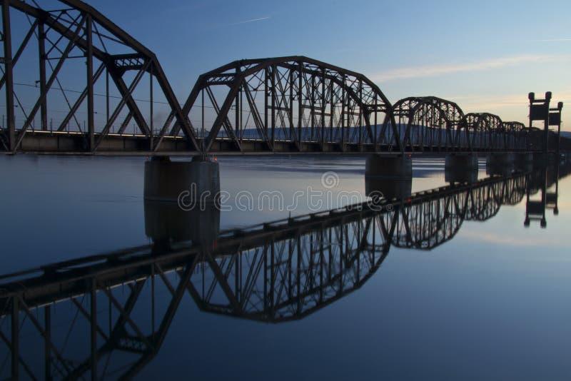 поезд моста стоковая фотография rf
