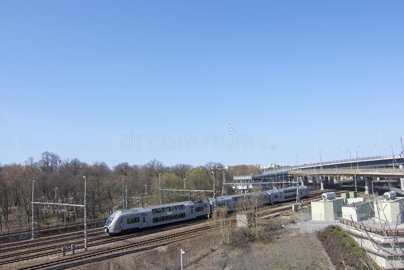 Поезд на центральном вокзале следа причаливая стоковые изображения rf
