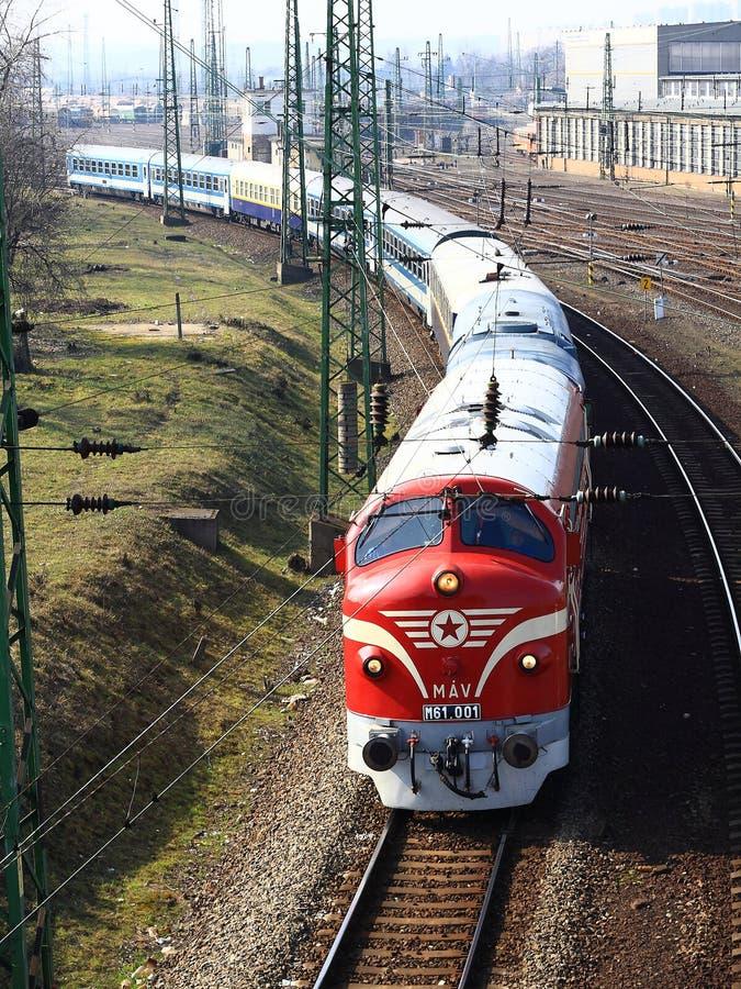 Поезд ностальгии на Венгрии Локомотив NOHAB красный поезд стоковая фотография rf