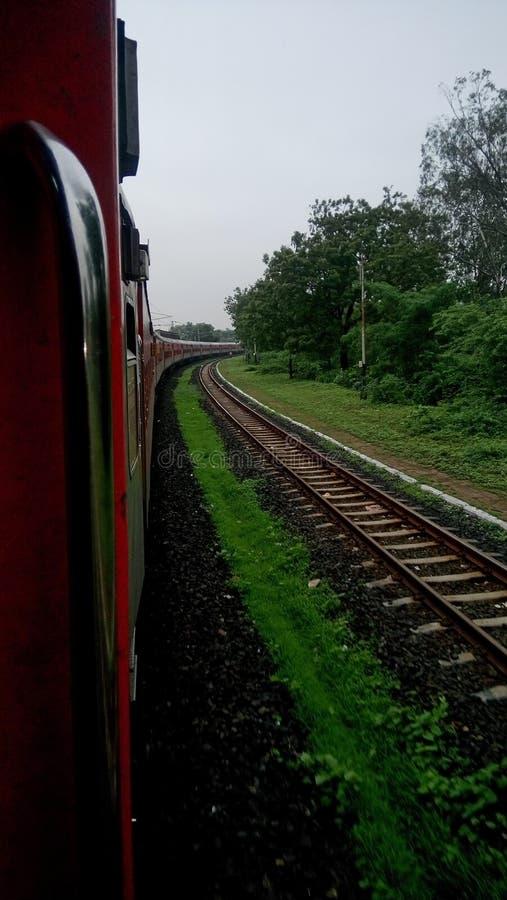 Поезд поворачивая до пункта стоковое фото