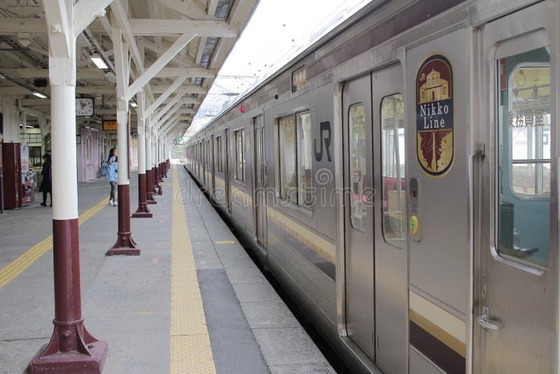 поезд приезжает на вокзал Nikko стоковое фото rf