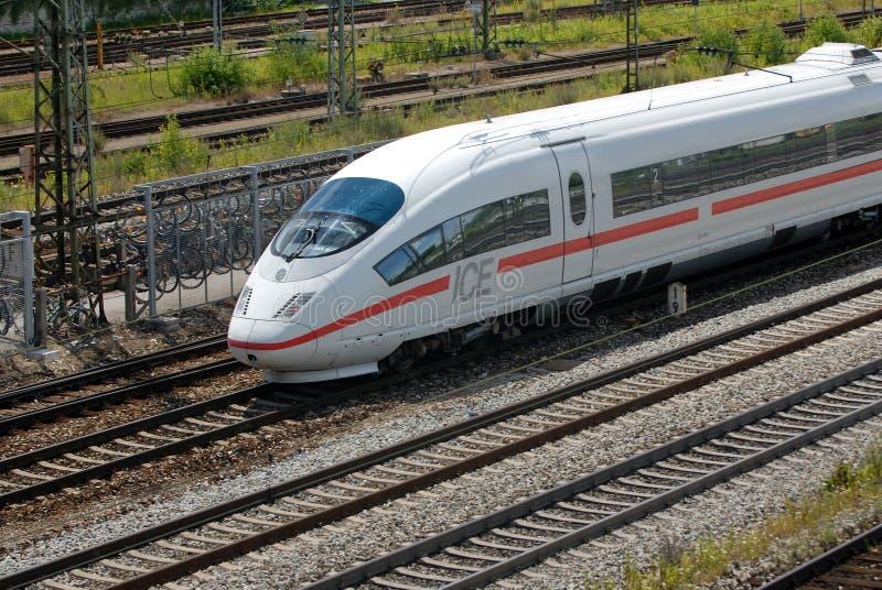 поезд расстояния длинний стоковое изображение rf