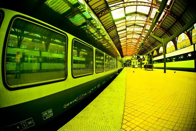 поезд станции платформы стоковые фотографии rf