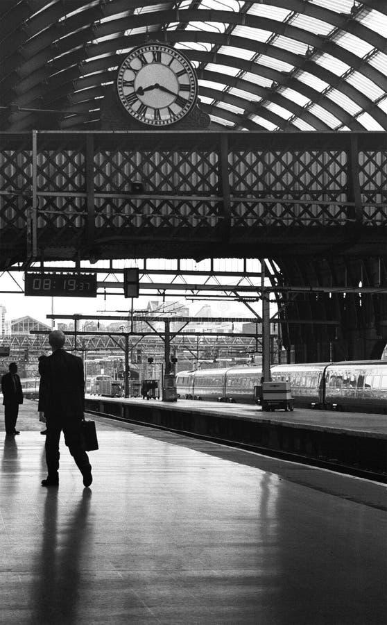 Download поезд станции стоковое изображение. изображение насчитывающей структура - 495247