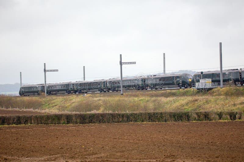 Поезд Хитачи проходя частично завершенную наэлектризованность стоковое фото rf