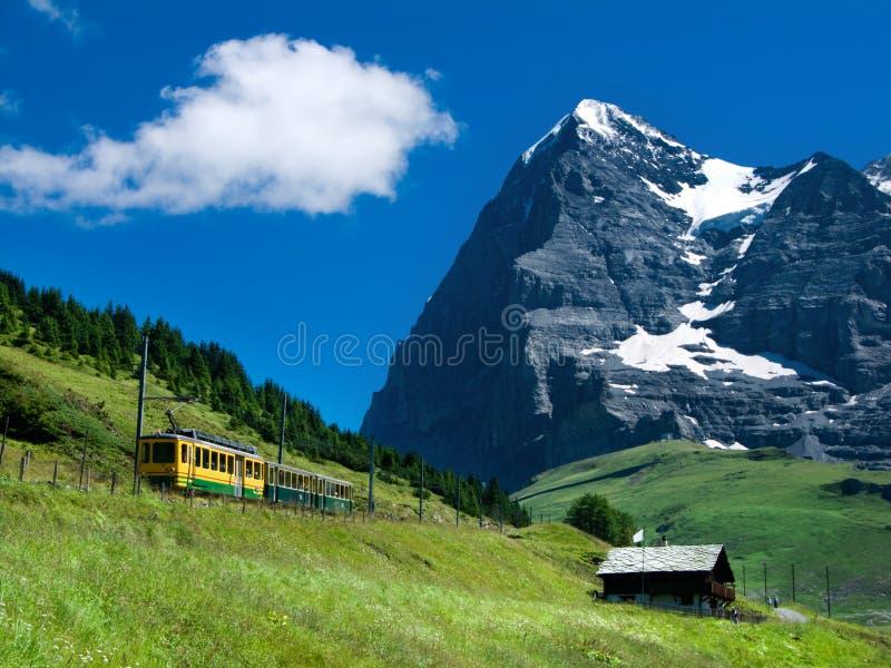 поезд Швейцарии горы eiger стоковые фото