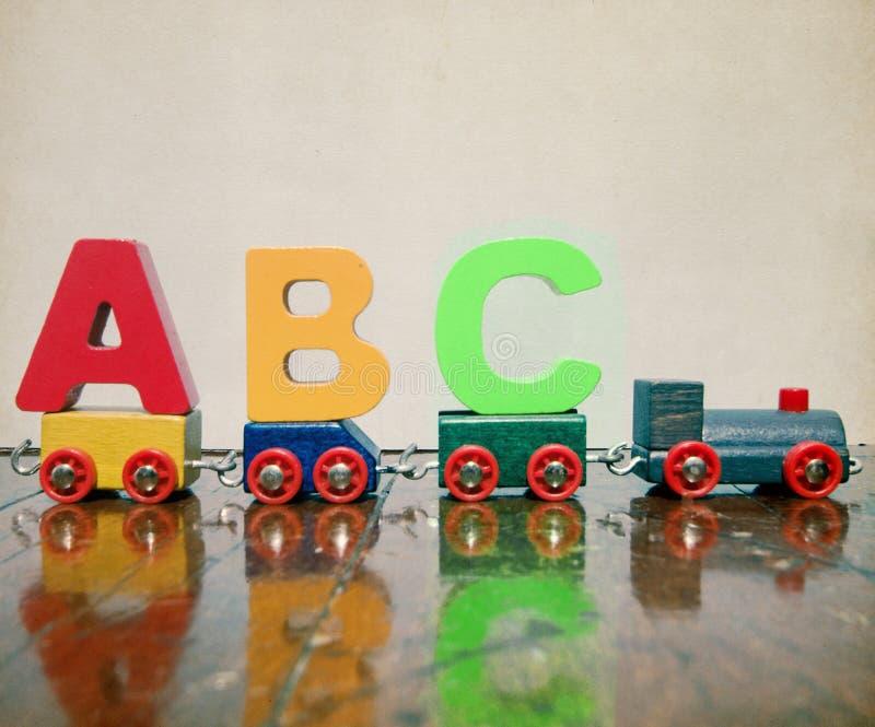 Поезд lettes ABC деревянный стоковое изображение