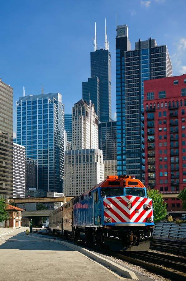 поезд metra chicago стоковые фотографии rf
