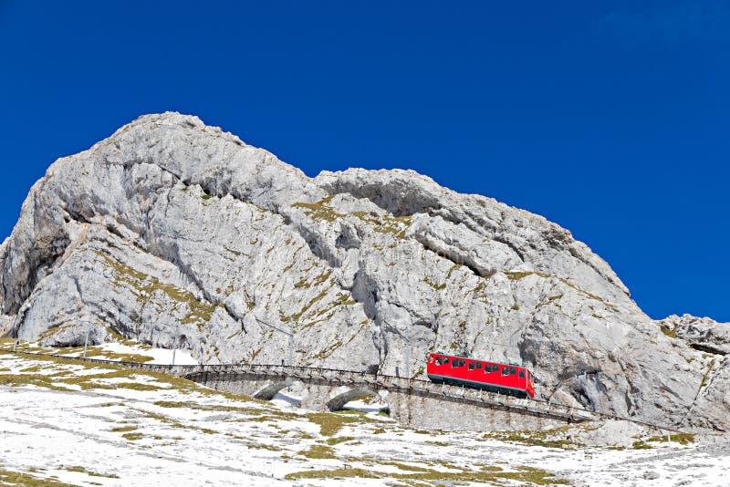поезд pilatus cogwheel стоковые изображения rf