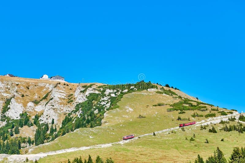 Поезд Schafberg в австрийце Альп стоковые фотографии rf