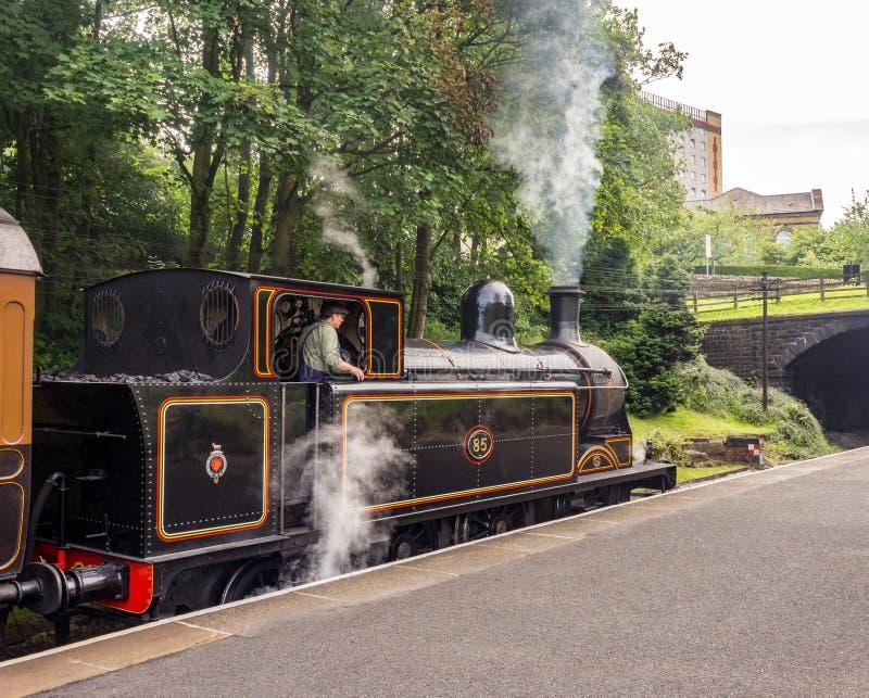 Поезда и экипажи стоковые изображения