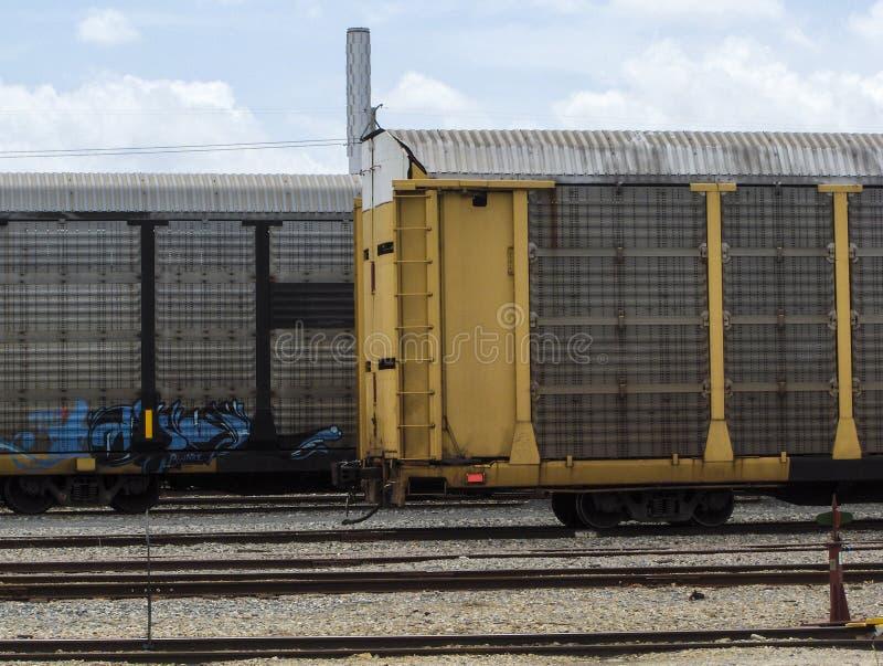 Download поезда стоковое фото. изображение насчитывающей груз - 40585402