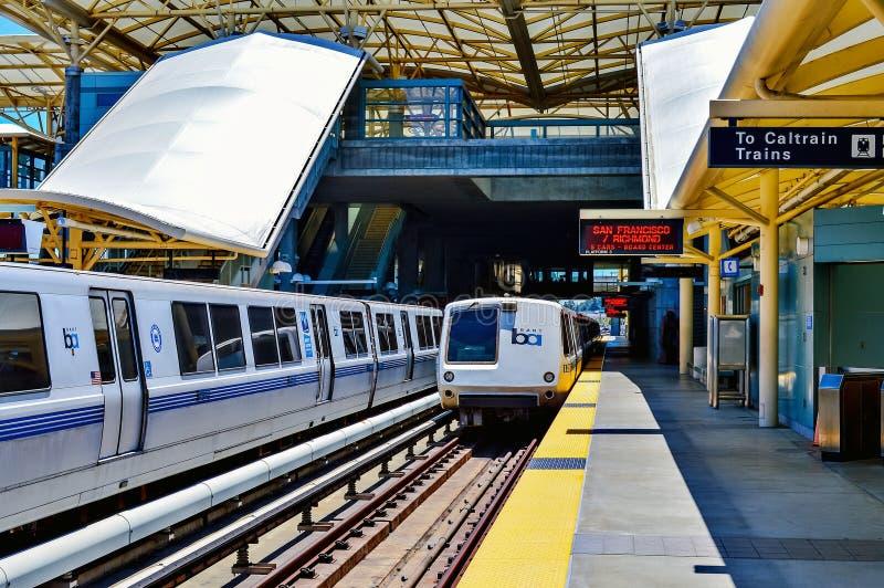 Поезд БАРТА готовый для того чтобы уйти стоковое фото rf