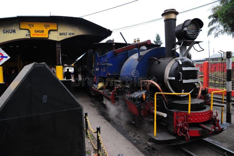 Поезд игрушки или железная дорога Darjeeling гималайская, Индия стоковое фото