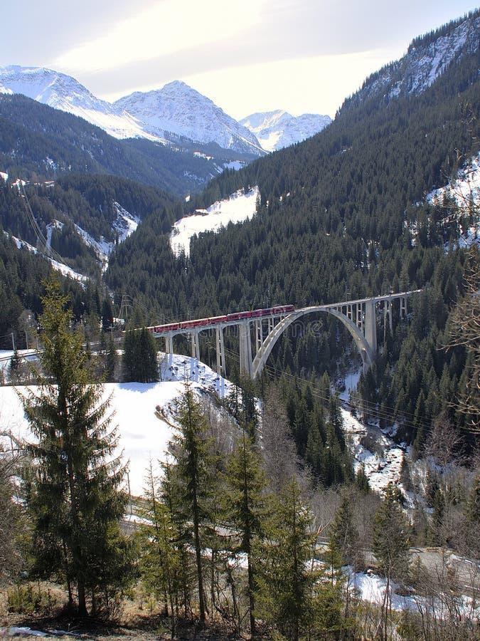 Поезд и мост стоковые изображения rf