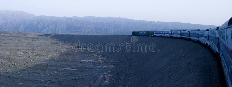 Поезд и пустыня стоковое изображение