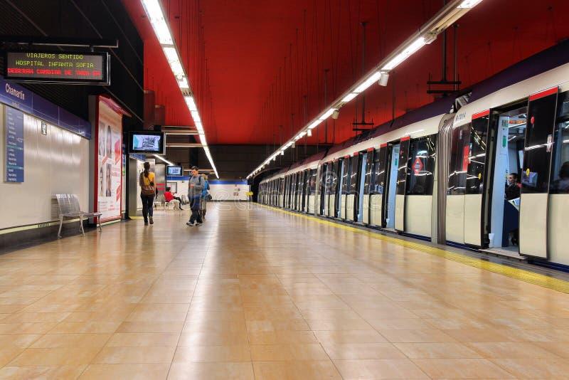 Поезд метро в Мадриде стоковые изображения