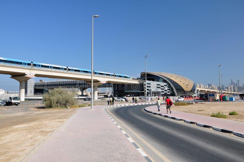 Поезд метро Дубай. стоковые фото
