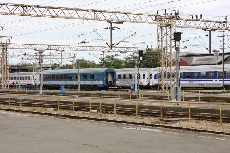 Поезд на главным образом железнодорожной станции в Загребе, Хорватии стоковые изображения rf