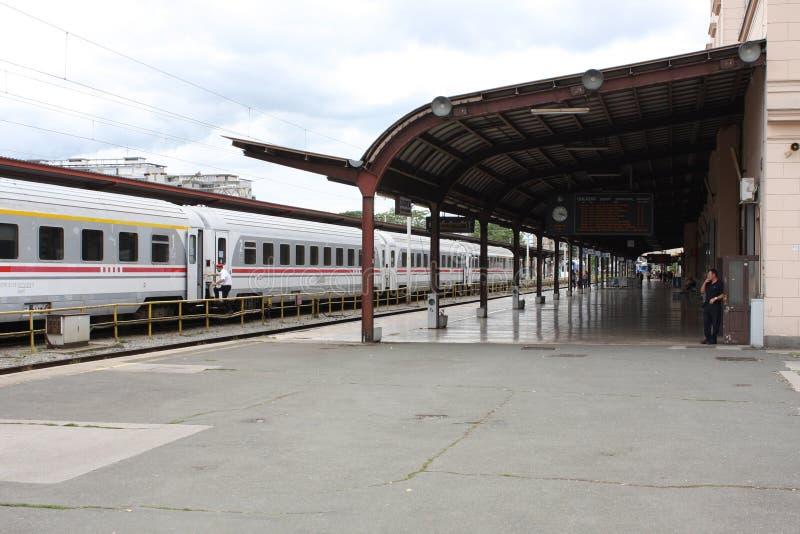 Поезд на главным образом железнодорожной станции в Загребе, Хорватии стоковые фотографии rf