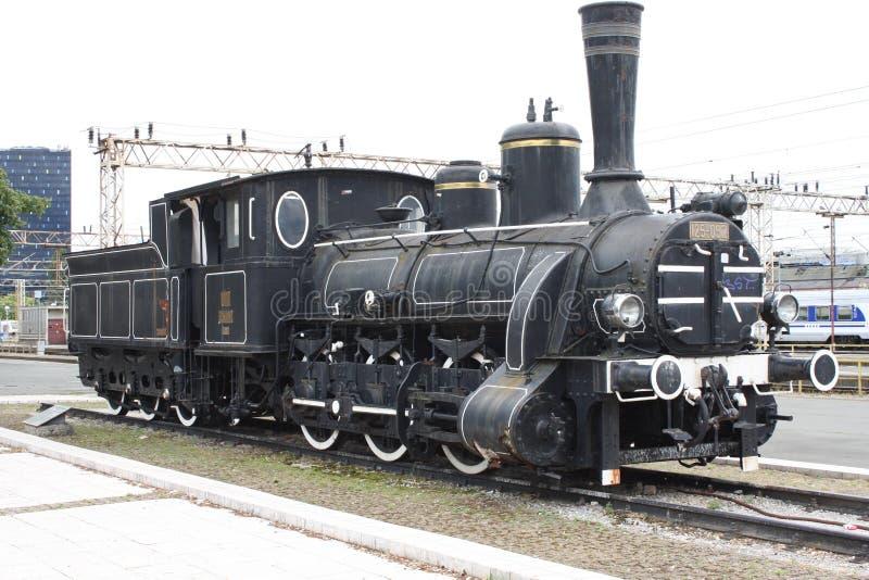 Поезд на главным образом железнодорожной станции в Загребе, Хорватии стоковое изображение rf