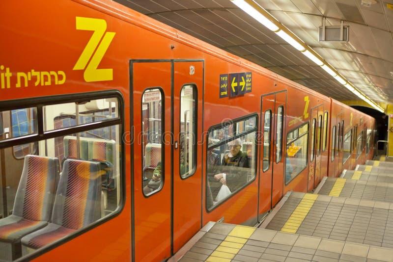 Поезд Carmelit подземный в Хайфе, Израиле стоковые изображения rf