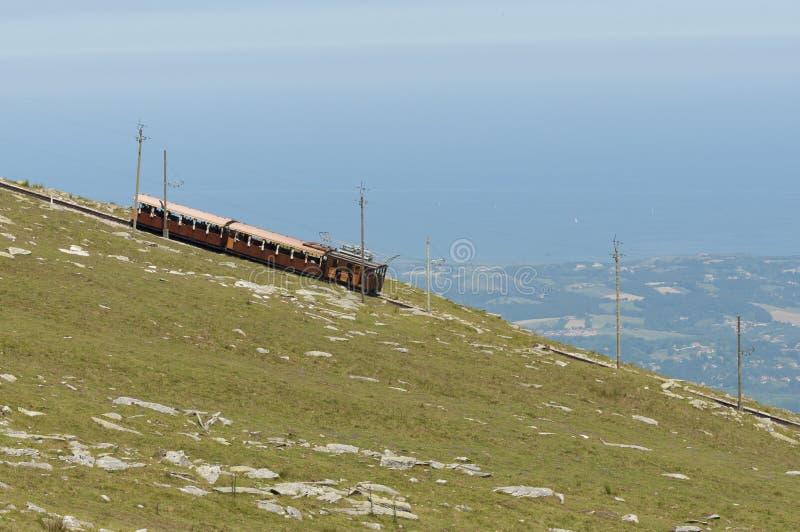 Поезд cog Rhune Ла Античный деревянный поезд в Франции стоковые фото