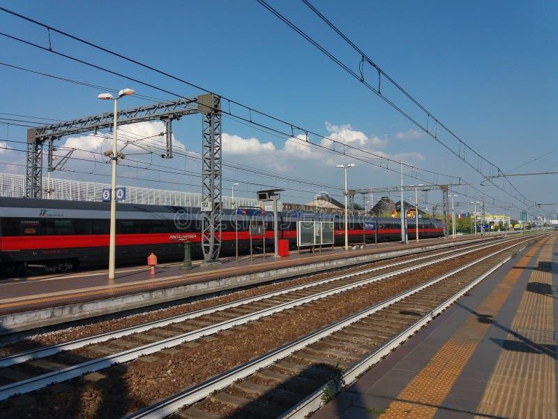 Поезд Frecciarossa междугородный стоковое фото rf