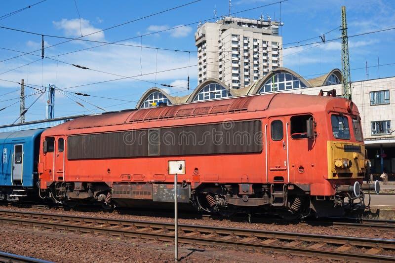 Поезд Passanger на железнодорожном вокзале стоковое фото rf