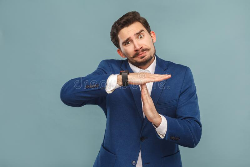Пожалуйста, время потребности вне Язык жестов Портрет несчастного человека стоковая фотография rf