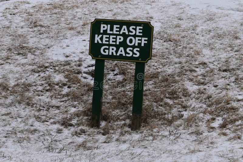 Пожалуйста держите со знака на снежный день, накидки Elizabth травы, Cumberland  стоковое изображение rf