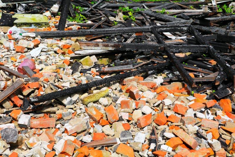 Пожарище древесины детали утиля дома огня стоковое фото