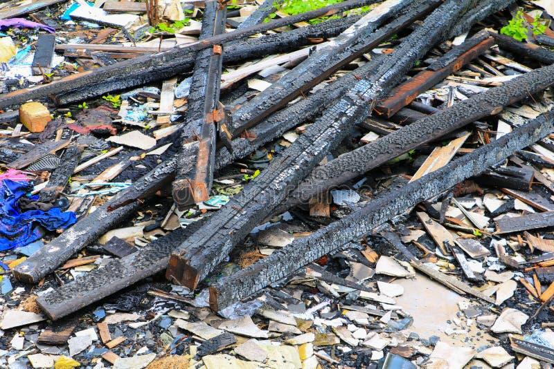 Пожарище древесины детали утиля дома огня стоковое изображение rf