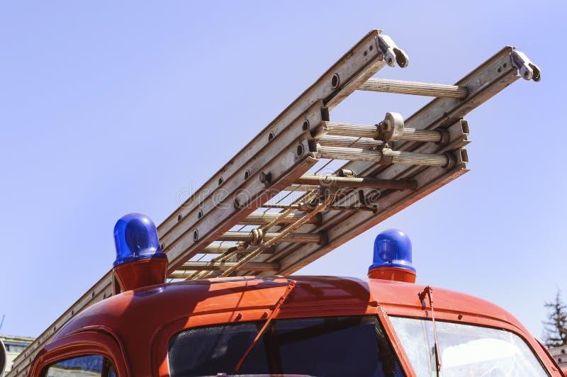 Пожарная лестница на крупном плане автомобиля огня красном стоковые фото