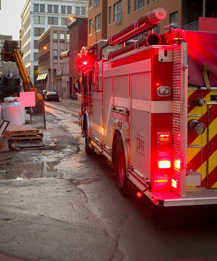 Вечер пожарной машины предыдущий стоковое изображение
