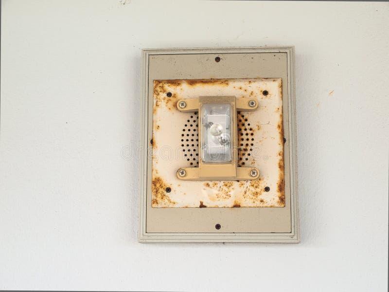 Пожарная сигнализация с аварийным освещением стоковые изображения