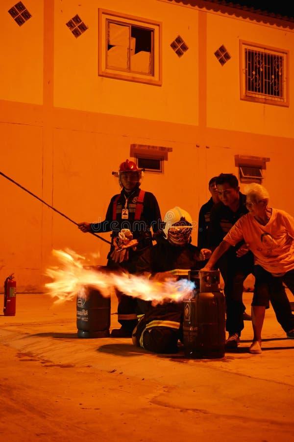 Пожарные тренируя репетицию для безопасности и знания стоковая фотография