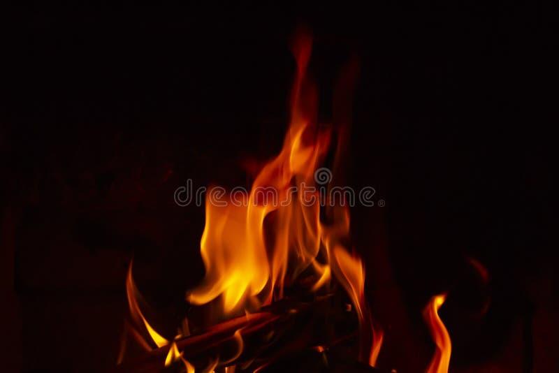 пожар детали предпосылки черный пылает хорошая вертикаль highlights мягко стоковое изображение rf
