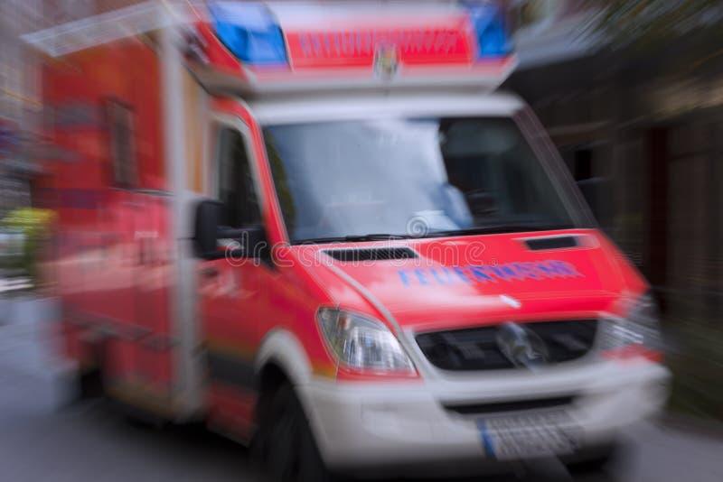 пожар машины скорой помощи стоковое изображение