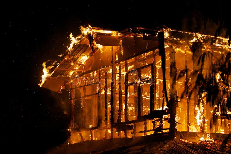 Пожар дома. стоковая фотография